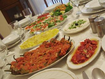 4 kişilik bir ailenin iftar sofrasının maliyeti 74 lira