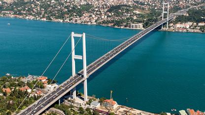 Köprü ve otoyollardan bu yılın ilk altı ayında elde edilen gelir, geçen yılın aynı dönemine göre yüzde 43 artarak 619 milyon liraya yaklaştı.