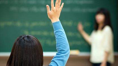MEB öğretmen ataması son haber OHAL'in 2. KHK'sında yayımlanarak yürürlüğe girdi. Tartışılan sözleşmeli öğretmenlik yasasına onaylandı. Peki öğretmen ataması nasıl olacak, mülakat şartı aranacak mı?