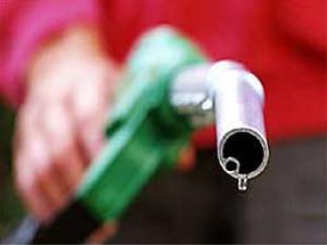 Benzin bahalaşdı - 1,05 AZN