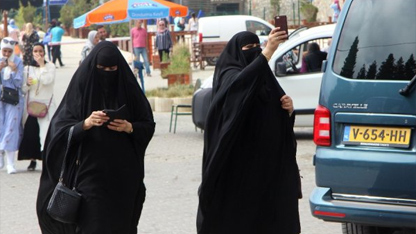Kış turizminin önemli merkezlerinden Uludağ, yaz aylarında Arap turistlerin akınına uğruyor.