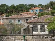Adatepe'deki taş evler, otel ve pansiyon olarak kullanılıyor