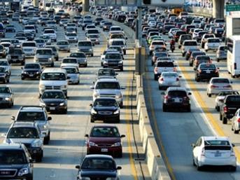 Çin benzinli otomobilleri yasaklıyor