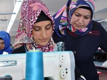 Kastamonu'da 21 yıl fabrikada çalışan Hamide Sekecek, KOSGEB'den aldığı 150 bin lira krediyle kurduğu tekstil atölyesinde 83 kişiye istihdam sağlayıp, İtalya ve İspanya'ya ihracat yapıyor
