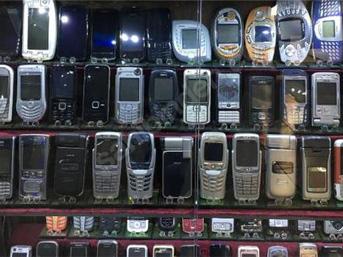 1000 telefonluk koleksiyonunu 170 bin Euro'ya satıyor