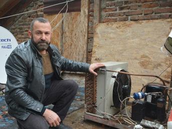 Buzdolabı motoruyla evi ısıtıyor