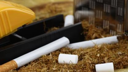 Kaçak tütün ile mücadele kapsamında yapılan düzenlemeyle yetki belgesi almadan veya bildirimde bulunmadan sarma sigara satana, bulundurana ve nakledene 3 yıldan 6 yıla kadar hapis cezası verilecek.