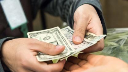Jeopolitik risklerdeki artış nedeniyle dün sert dalgalanan dolar/TL bu sabah da 3.81 civarında güne başladı.