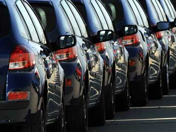 Satılan her 100 otomobilden 70'i ithal
