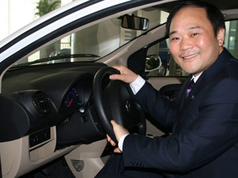 Çinli Geely'nin kurucusu Li Shufu, Alman Daimler'in yüzde 10 hissesini 9 milyar dolara satın alarak şirketin en büyük hissedarı oldu.