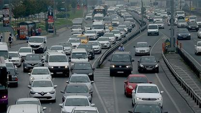 Sektör yetkililerinin verdiği bilgilere göre haziran veya temmuz ayında trafik sigortasında yüzde 5 zam yapılması bekleniyor. Daha sonra serbest piyasaya geçilecek.