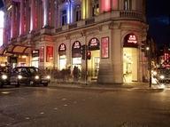 Londra'da 85 mağaza daha satın alacak