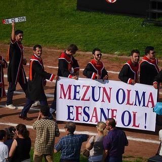 Her biri göndermeyle dolu 85 mezuniyet pankartı