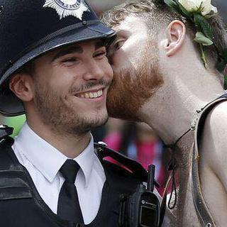Polis ve Eşcinseller el ele