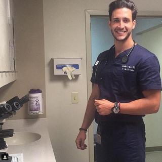 Instagram'ın en yakışıklı doktoru