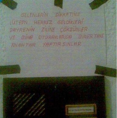 Bu apartman yazıları güldürüyor