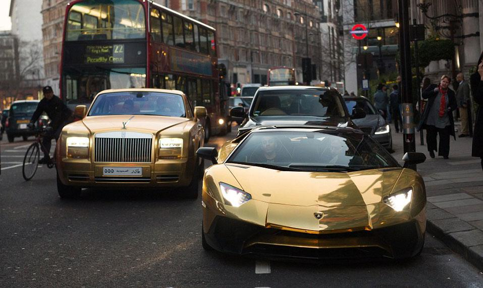 Altın kaplama arabalarla geldiler