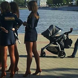 Manken gibi Rus kadın polisler