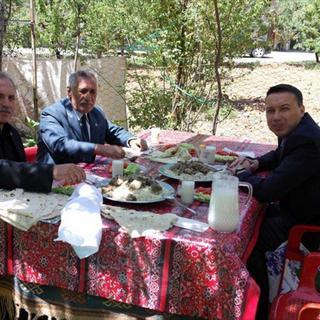 PKK'lılar kaçırdıkları muhtarı aracında yaktılar