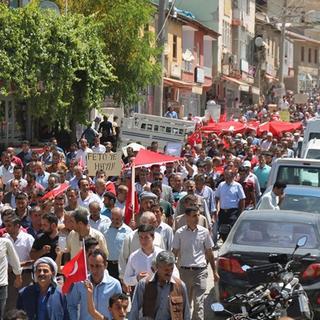 Jirki aşireti, 5 bin kişiyle darbe girişimini protesto etti