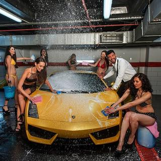 'Playboy'un şirketi amcaya gitti!