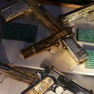 Silahları bile altın kaplama
