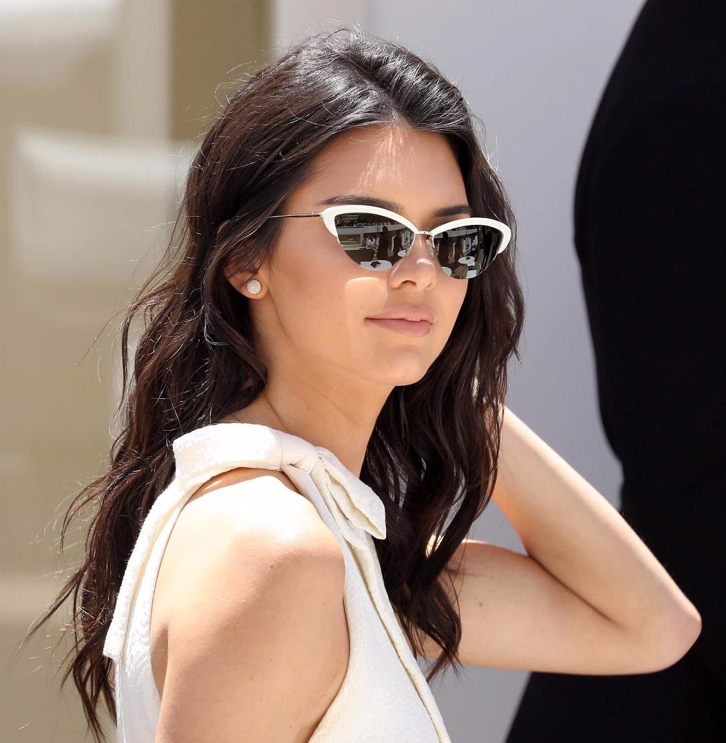 Kendall Jenner'ın kalça dövmesi olay oldu