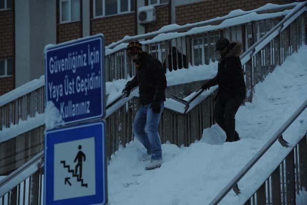 İstanbul'da kar kalınlığı 122 cm'ye ulaştı