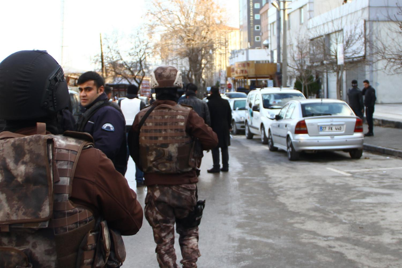 Gaziantep Emniyet Müdürlüğü önünde silahlı çatışma