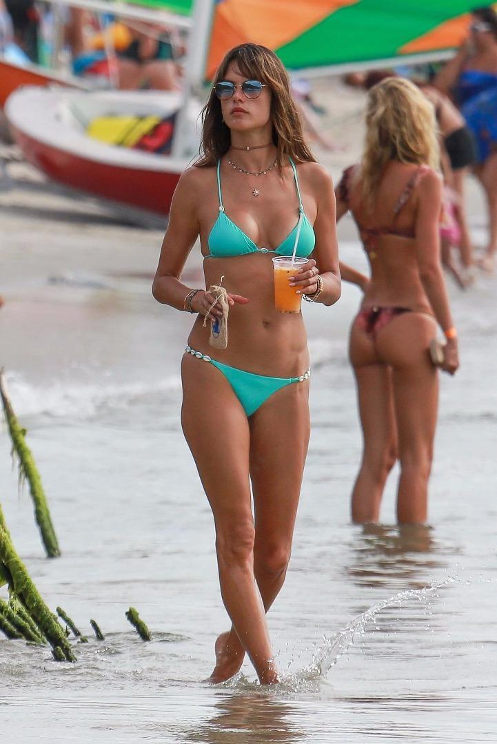 Brezilya plajlarında bir melek