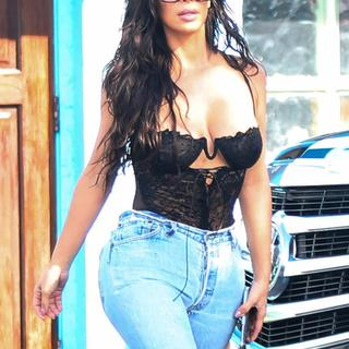 Kim Kardashian mutfağa girdi