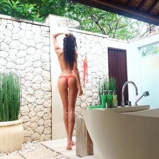 Kelly Gale tatil fotoğraflarıyla beğeni topluyor