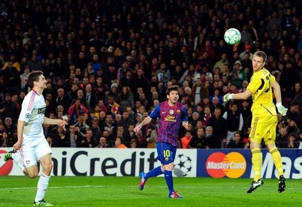 Podolski 5 gol attı efsaneler arasına girdi