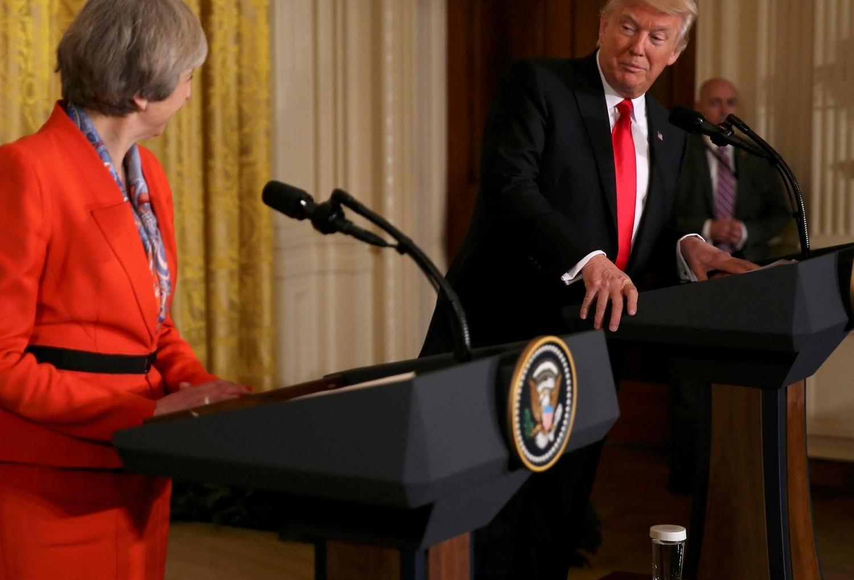 Dünya basını Donald Trump ve Theresa May'in aşkını konuşuyor: Elele pozlar!