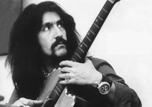 1960'lı yıllarda müzik hayatına atılan Barış Manço, beste yapmaya ve çeşitli gruplarla çalmaya başladı.
