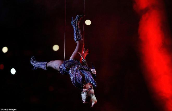 "Süper Bowl'da ""Lady Gaga"" büyüledi"