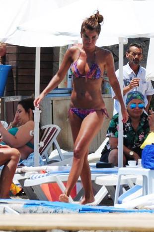 Özlem Yıldız tatile devam ediyor Ozlem-yildiz-tatil3_400