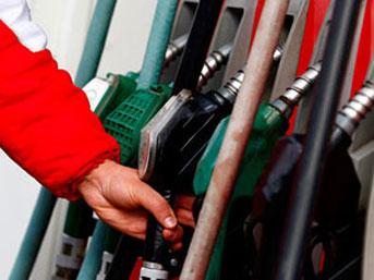 Benzin fiyatlarına bir zam daha!