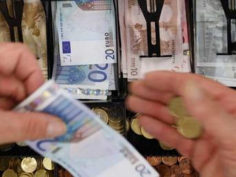 Yunan seçimine ilk 'tepki': Euro çakıldı!