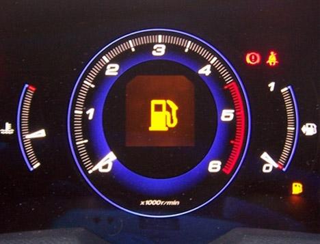 Çeyrek depo benzin ile araba kullanmayın
