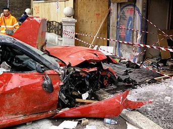 1.1 milyon TL'lik Ferrari çöpe döndü
