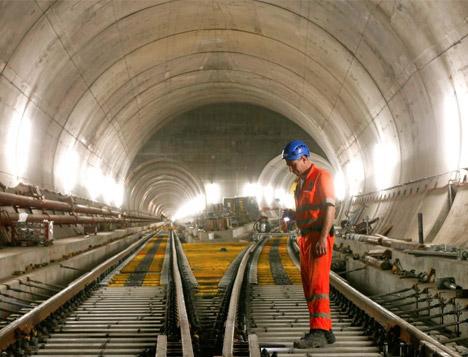 Tam 57 km! Dünyanın en uzun tüneli tamamlandı
