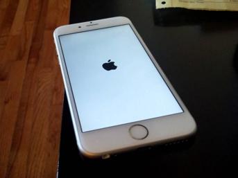 iPhone'ları 'tuğla'ya çeviren hataya dikkat