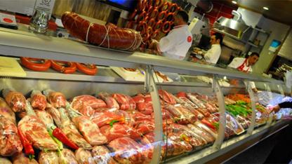 """Et ve Et Ürünleri Tebliğinde yapılan değişiklik ile bugünden itibaren hazır şekilde, markasız """"kasap sucuk, köfte ve kıyma"""" satılamayacak."""