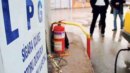 Likit Petrol Gazı (LPG) ile çalışan araçlardaki yangınların en büyük sebebinin uzun süre benzin kullanılmamasından kaynaklandığı belirtildi.