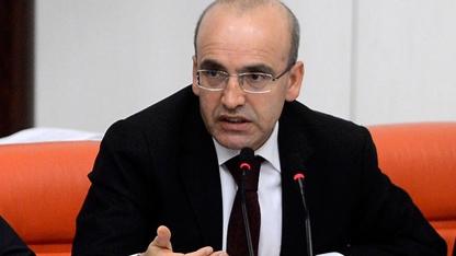 Maliye Bakanı Mehmet Şimşek, 'Torba Yasa'nın Maliye Bakanlığı'nı ilgilendiren maddelerine ilişkin düzenlediği basın toplantısında gündeme dair soruları yanıtladı.