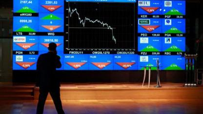 Küresel piyasalarda ekonomik büyümeye dair endişelerden dolayı yaşanan satışlara paralel yurtiçi piyasalar da negatif seyrini sürdürüyor.