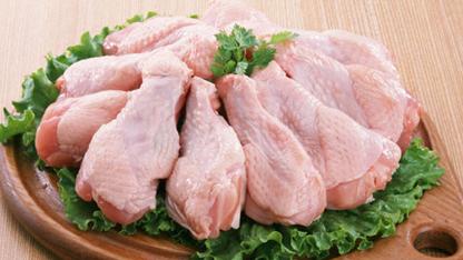 Sağlık ve beslenme uzmanları, çiğ tavuğu pişirmeden önce yıkamanın gıda zehirlenmesi riskini arttırdığı uyarısında bulundu.