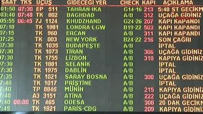 """Türk Hava Yolları (THY), bugün ve yarın yapacağı 229 seferi """"meteorolojik rapor doğrultusunda olumsuz hava koşulları beklendiği"""" gerekçesiyle iptal etti."""