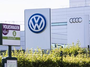 Volkswagen'e darbe üstüne darbe!